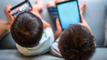 Niños de 10 a 12 años utilizan diariamente hasta tres dispositivos diferentes
