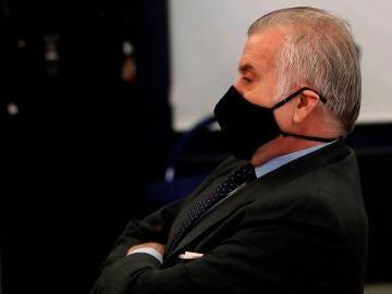 """Luis Bárcenas, sentado en el banquillo de los acusados durante la primera sesión del juicio de los """"papeles de Bárcenas"""""""
