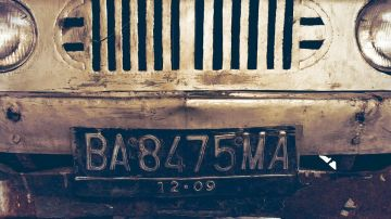 Matrícula de un coche antiguo
