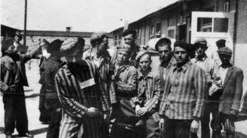 Prisioneros en un campo de concentración nazi