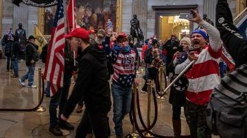 Partidarios de Donald Trump durante al asalto al Capitolio el pasado 6 de enero.