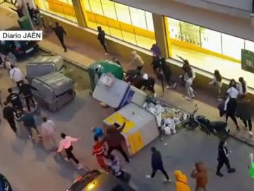 Altercados en Linares en una protesta contra los policías que propinaron una brutal paliza a un hombre y su hija