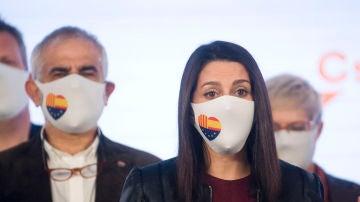 La presidenta de Ciudadanos, Inés Arrimadas, interviene en una rueda de prensa en la sede de su partido