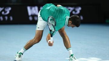 Novak Djokovic destroza su raqueta en el Abierto de Australia