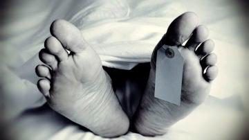 Los pies de una persona fallecida