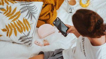 Usando el smartphone en la cama
