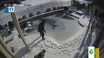 Imagen del rescate a un perro en EEUU