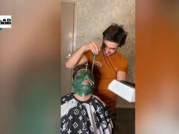 Cubrir toda la cara con cera caliente: la peligrosa técnica de una peluquería holandesa para acabar con el vello facial
