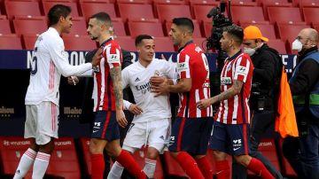 Trifulca entre los jugadores del Atlético y los del Real Madrid