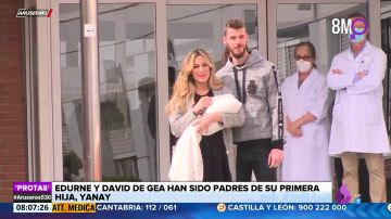 Edurne y David de Gea posan con su primera hija, Yanay, a la salida del hospital