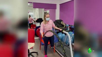 """Lucía, de luchar contra la pandemia a padecer una lesión medular: """"Me despertó un dolor fuerte y dejé de sentir las piernas"""""""