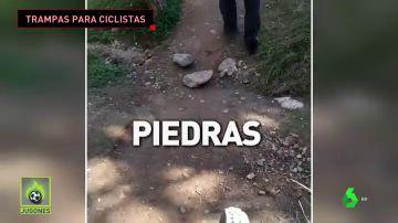 Un ciclista 'caza' a un hombre poniendo piedras en un camino