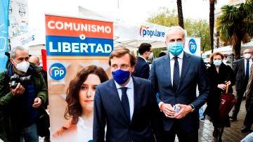 José Luis Martínez-Almeida, alcalde de Madrid, junto al consejero de Sanidad, Ruiz Escudero