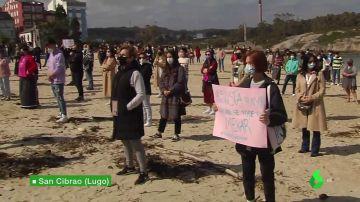 Protesta en San Cibrao de las mujeres que fueron grabadas orinando en las calles de Lugo