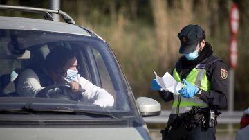 Tráfico desmiente que pueda multar por no llevar mascarilla en el coche