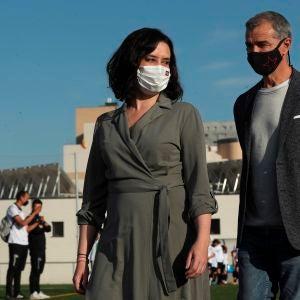La presidenta de la Comunidad de Madrid, Isabel Díaz Ayuso, junto a Toni Cantó en un acto electoral.