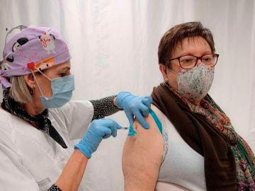 laSexta Noticias 14:00 (21-04-21) Janssen impulsa la vacunación en España: el objetivo es llegar a las 3,5 millones de dosis semanales en un mes