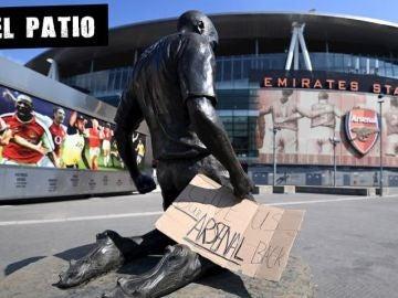 Un cartel contra la Superliga colocado a las puertas del Emirates Stadium del Arsenal en Londres