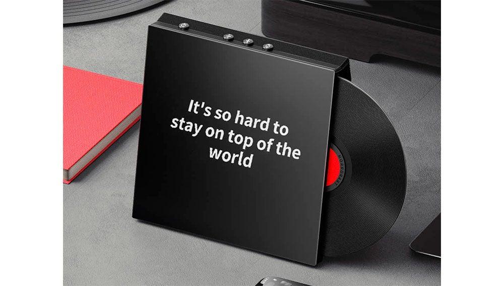 Este altavoz Bluetooth con aspecto de vinilo que vende Xiaomi visualiza las letras de las canciones