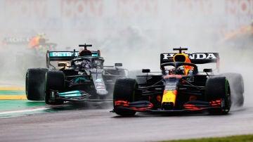 Max Verstappen adelanta a Lewis Hamilton en el Gran Premio de la Emilia-Romagna
