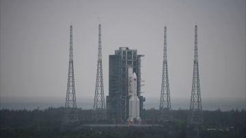 Regresa hacía la Tierra un cohete chino fuera de control de 30 metros, ¿dónde caerá?