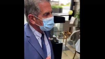 Miguel Ángel Revilla, durante el incidente en un restaurante