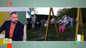 Muñecos en un jardín de Letonia