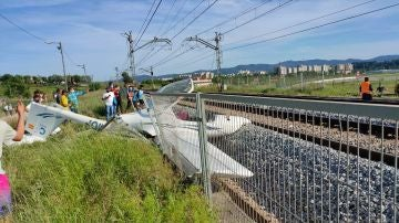 Imagen de la avioneta estrellada en Sabadell