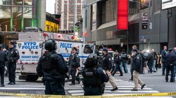 La Policía de Nueva York acordona Times Square tras un tiroteo