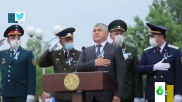 La descoordinación de unos militares de Uzbekistán durante el himno nacional