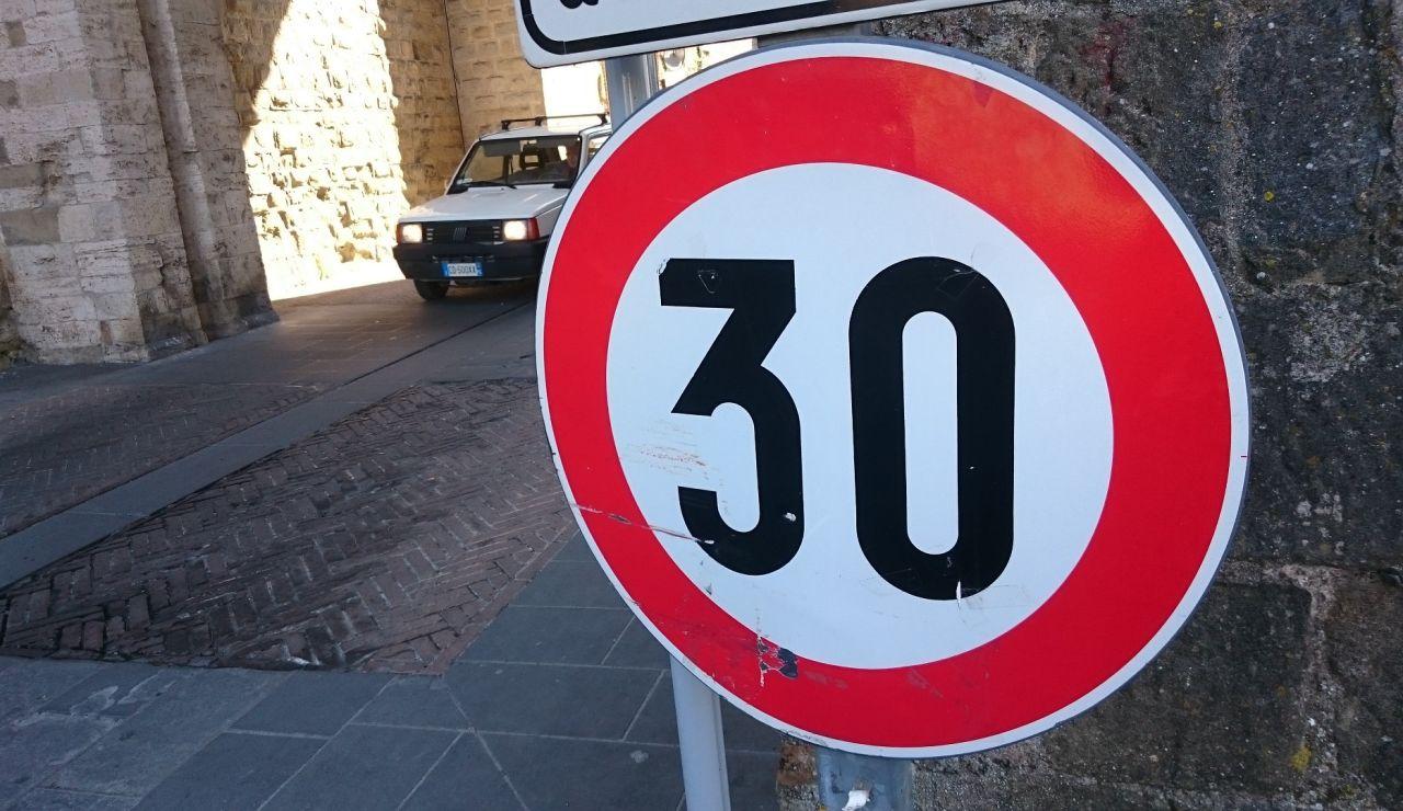 Límite de velocidad de 30 km/h de la DGT