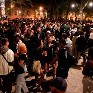 Aglomeraciones en el centro de Barcelona tras el fin del estado de alarma