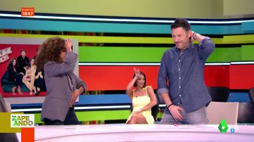 Iñaki Urrutia sorprende a Rosario Flores intentando imitar sus movimientos de piernas
