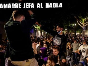 Decenas de jóvenes celebraban el fin del estado de alarma en Barcelona
