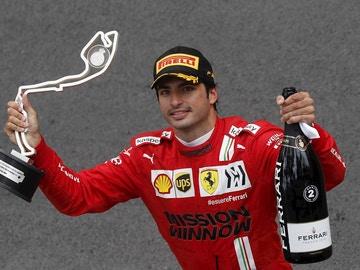 Carlos Sainz celebra un podio con Ferrari