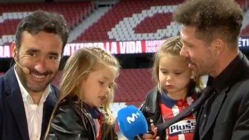 Las hijas de Simeone, en pleno directo cantando el himno del Atlético de Madrid