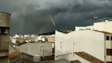 Un enorme tornado sorprende a los vecinos de Torredelcampo, en Jaén