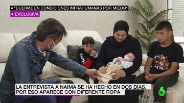 El periodista Alfonso Rodríguez con Naima y sus hijos