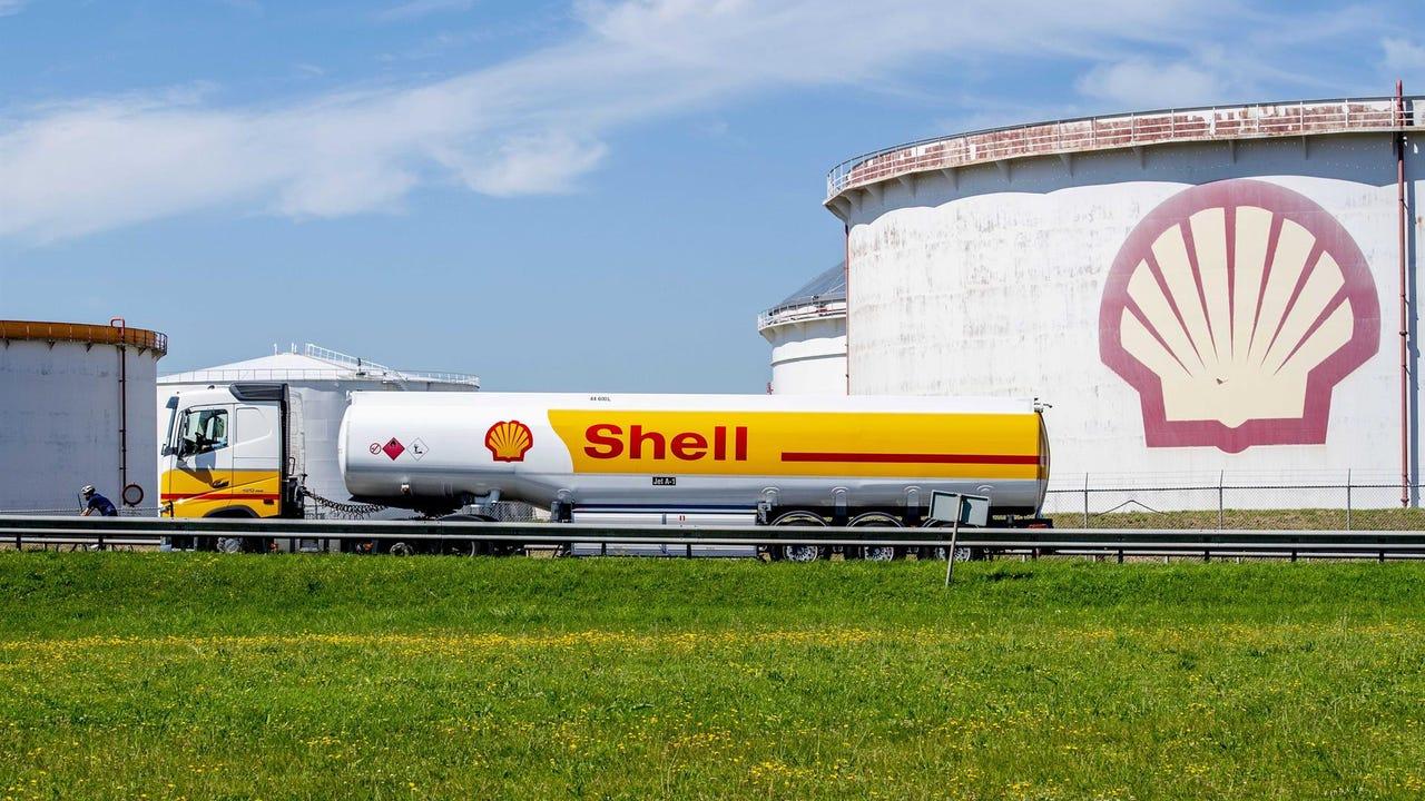 La justicia holandesa exige a Shell que reduzca a la mitad sus emisiones  por su impacto en el cambio climático
