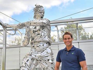 La estatua de Rafa Nadal en Roland Garros