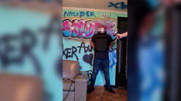 Peligrosa broma grabada en vídeo: un hombre dispara a un amigo que portaba un chaleco antibalas