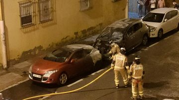 El pirómano de La Macarena vuelve a quemar dos coches de madrugada