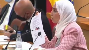 La diputada ceutí Fatima Hamed, portavoz de MDyC, en un pleno de la Asamblea