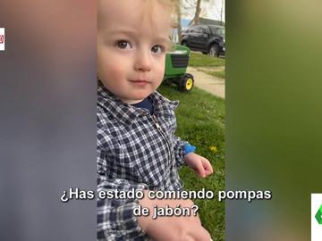 El cómico vídeo de un niño que niega haber comido pompas de jabón