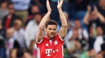 Xabi Alonso con el Bayern de Múnich en el Santiago Bernabéu