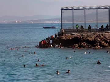La Fiscalía abre una investigación sobre la devolución 'en caliente' de menores en Ceuta