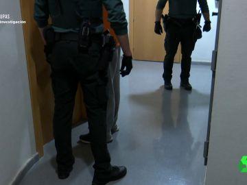 La Guardia Civil se lleva a un hombre detenido