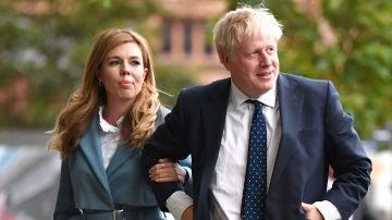 Boris Johnson se casa con la activista Carrie Symonds en la más estricta intimidad