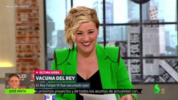 El dardo de Cristina Pardo tras anunciar la vacunación del rey Felipe VI que provoca las carcajadas de Anabel Alonso