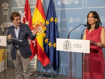 El alcalde de Madrid, José Luis Martínez-Almeida, y la delegada del Gobierno, Mercedes González.